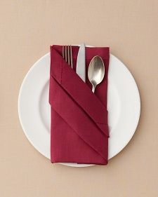 Fold napkins and a creative table decoration on O. Fold napkins and a creative table decoration on O. Wedding Napkin Folding, Wedding Napkins, Wedding Table, Wedding Reception, Paper Napkin Folding, Simple Napkin Folding, Napkin Folding Pocket, Deco Nouvel An, Place Settings