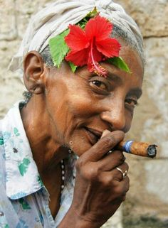 Cuba is worth seeing and has a lovely experience value. One can explore Cuba in the footsteps of Alexander von Humboldt or Che Guevara, as well as the interesting cities of eastern cuba enjoy the f… Cuban Women, Cigars And Women, Havana Nights, Up In Smoke, Portraits, Women Smoking, Interesting Faces, People Around The World, Old Women