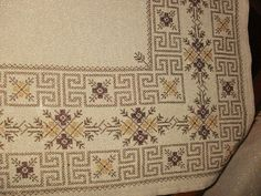 This Pin was discovered by Ρου Cross Stitch Art, Cross Stitch Borders, Cross Stitch Designs, Cross Stitching, Cross Stitch Patterns, Beaded Embroidery, Cross Stitch Embroidery, Embroidery Patterns, Bargello