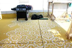 Painted Concrete Floors with Stencil - I like this idea! Stencil Concrete, Painted Concrete Floors, Painting Concrete, Concrete Patio, Deck Painting, Floor Stencil, Stenciled Floor, Painting Tips, Unique Flooring