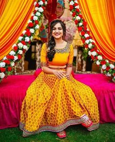 South Indian Bride Hairstyle, Indian Bride And Groom, Bride Groom, Indian Bride Poses, Bridal Hairstyle Indian Wedding, Mehndi Outfit, Mehndi Dress For Bride, Indian Bridal Outfits, Indian Bridal Fashion