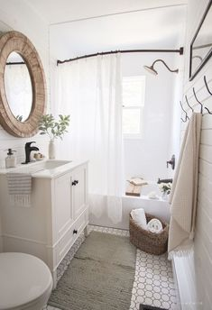 I've rounded up 23 awesome rustic farmhouse bathroom decor inspiration ideas to help inspire you to take on a bathroom makeover. Diy Bathroom, Bathroom Renos, Interior, Bedroom Design, Home Decor, White Bathroom, Bathrooms Remodel, Bathroom Decor, Bathroom Inspiration