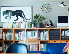 じぶんで編集する、コンパクトな団地くらし。 | MUJI SUPPORT 事例集 | 無印良品 Interior Concept, Interior Design, Japan Room, Bookshelves In Living Room, Wardrobe Organisation, Muji, Find Furniture, Living Room Interior, Home Office