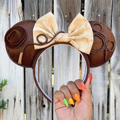 Disney Ears Headband, Diy Disney Ears, Disney Headbands, Disney Mickey Ears, Disney Bows, Disney Day, Mickey Mouse Ears, Ear Headbands, Disney Stuff
