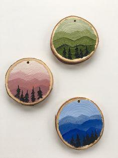 Oil Paint On Wood, Painting On Wood, Wood Paintings, Painted Wood, Christmas Ornament Crafts, Christmas Wood, Wood Slice Crafts, Wood Crafts, Circle Painting
