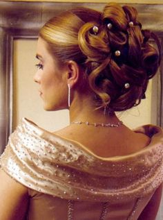 prom hairstyles updos for medium hair's Prom Hair Medium, Up Dos For Medium Hair, Medium Hair Styles, Curly Hair Styles, Updo Curly, Cute Hairstyles Updos, Celebrity Hairstyles, Wedding Hairstyles, Hairstyle Ideas