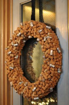 champagne cork wreath, i think we need this in our apartment Wine Cork Wreath, Wine Cork Crafts, Dyi Crafts, Bottle Crafts, Holiday Wreaths, Holiday Decor, Seasonal Decor, Champagne Corks, Diy Wreath