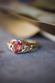 Padparadscha sapphire Leaves ring in solid gold Alternative Bridal Jewellery, Bridal Jewelry, Rose Gold Jewelry, Leaf Engagement Ring, Proposal Ring, Matching Wedding Bands, Orange Sapphire, Leaf Ring, Unique Rings
