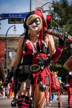 Harley Quinn - Love all the accessories. (Coke bottle smoke bombs!) [Dragon Con 2014 cosplay parade]