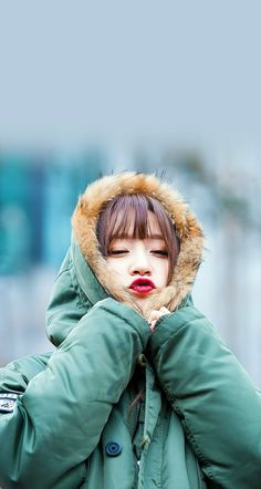 Hani is so cuteeeeee in this pic I wish i can do this without lookin like a seahorse