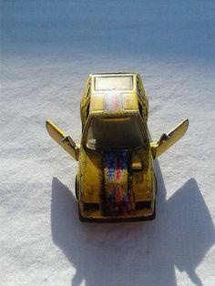 Hot Wheels Nissan 300zx 1984, yellow version, 300 zx toy cars, die cast toys, eighties Hot Wheels, racing stripe, open doors, vintage hot zx