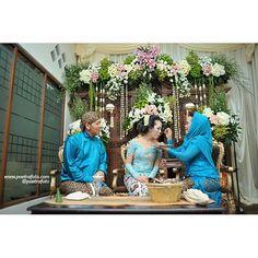#Foto Prosesi Dulang Pungkasan dlm #Pernikahan Adat #Jawa #Wedding Puteri+Rifki di #Yogyakarta #Indonesia by Poetrafoto, http://wedding.poetrafoto.com/?album_page=2