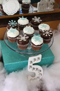 Frozen Birthday Party for less than $100.  Party on a Budget #frozen #party