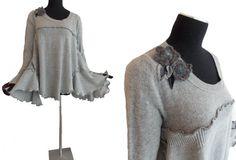 Asymmetric Ruffled Sweater Medium M/L Large von RebeccasArtCloset