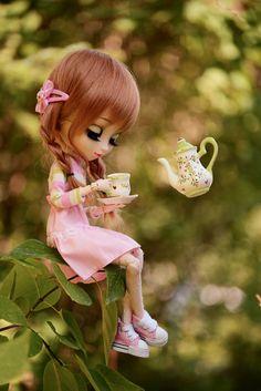 Pullip - The strangest place to drink tea Anime Dolls, Blythe Dolls, Barbie Dolls, Cute Cartoon Girl, Cartoon Pics, Pretty Dolls, Beautiful Dolls, Cute Baby Dolls, Kawaii Doll