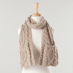 Ladies Cable Knit Pocket Scarf.