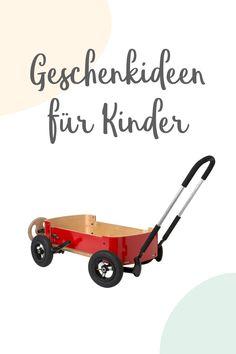 Alles, was sich bewegt, wirkt auf Kinder faszinierend. Fahrräder, Autos, kleine Scooter und Dreiräder. Vom eigenen Vehikel sind sie also naturgemäß begeistert. Wenn dein Kind schon ein paar Schritte gehen kann, ist ein stabiler Gehlernwagen ein verlässlicher Begleiter.  Darin kann man auch ganz wunderbar Bauklötze und Spielsachen transportieren. Tipp: Kennst du schon unseren innovativen Flip? Er ist Wippschaukel, Fahrzeug zum Schieben und Rutschroller in einem.  #fahrzeug #kinder… Wooden Toys, Skateboard, Autos, Meaningful Gifts, Tricycle, Baby Favors, Stuffed Toys, Wood Toys, Skate Board