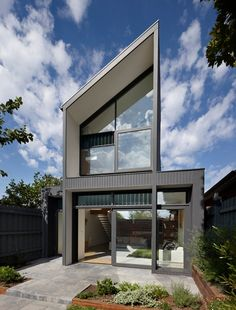 Nth Fitzroy House by AM. Architecture Melbourne-based AM. Architecture have designed the Nth Fitzroy House. Modern Architecture House, Beautiful Architecture, Beautiful Buildings, Residential Architecture, Interior Architecture, Exterior Design, Interior And Exterior, Interior Ideas, Latest House Designs