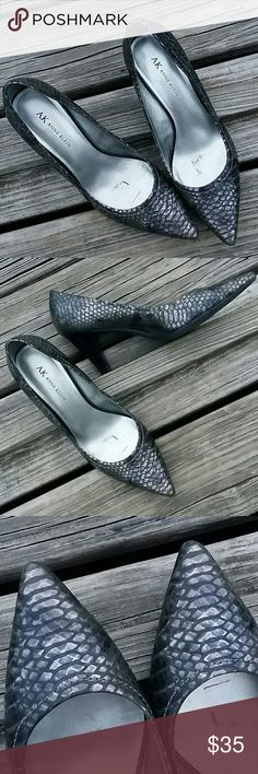 """Anne Klein pointy toe heels Pre-owned.POINTY  TOE. Heel's -3"""". Gorgeous reptilian print ./ Brown- Bronze/ Excellent condition only worn once to a party. I bought them without trying on, not realizing the pointy toe might impact the size:///. Too small for me. Unfortunately I don't think I can tough it out another night. They are looking for a new home, probably someone with size 8/ if you have a wide foot/ Anne Klein Shoes Heels"""