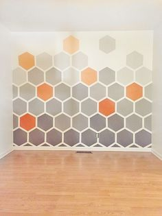 - DIY Ombre Hexagon Wall - after the chevron wall, I said I would never do anything like this again but this just looks so awesome that I may have to punish myself once more. Creative Wall Painting, Diy Wall Painting, House Painting, Painting Tips, Wall Paintings, Thread Painting, Mural Painting, Painting Techniques, Home Painting Ideas