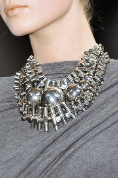 Shiny Metallic Silver triple strand statement necklace accentuated by large round silver balls on gray jersey dress by Donna Karan Fall 2009 Jewelry Art, Jewelry Accessories, Fashion Accessories, Jewelry Necklaces, Fashion Jewelry, Bracelets, Donna Karan, New Fashion Trends, New York Fashion