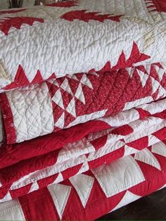 Vintageblessings is STOCKED with Gorgeous Red and White Antique Quilts for the H… – 2019 - Quilt Decor Old Quilts, Antique Quilts, Vintage Quilts, Vintage Linen, Two Color Quilts, Red And White Quilts, Red Cottage, Farm Cottage, Cozy Cottage