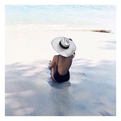 Vaycay dreaming.. @talisa_sutton x @theluxenomad #bespokeinfluencers