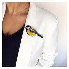 Птица-синица, уже не первая и скорее всего не последняя, так как пользуется всеобщей любовью Птичка продана #брошь #синичка #брошьсиничка #осень2017 #вышитаяброшь #осеннеенастроение #брошьручнойработы #рукоделие #хендмейд #brooch #embroidery #jeverly #autumnlook #hobby #embroideredbrooch #bluebird #needlework #titmouse #tomtit
