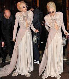 תוצאות חיפוש תמונות ב-Google עבור http://www.fashionfame.com/wp-content/uploads/2010/12/lady-gaga-victorian-gown.jpg