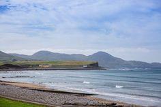 Waterville, une charmante station balnéaire sur le Ring of Kerry !   #kerry #irlande #ireland #alainntours Photo Souvenir, Station Balnéaire, Mountains, Beach, Water, Travel, Outdoor, Mountain Pass, White Sand Beach