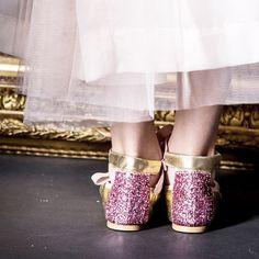 Ahora que llega el buen tiempo ya nos podemos olvidar de botas, katiuskas, zapatos cerrados…¡llega la temporada de las bailarinas!. Las bailarinas para niñas son la mejor opción...