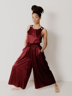 A Japanese-inspired cut and an elastic waistband describe the most comfortable of trousers. Bebi pants, in light Italian silk. Trousers, Pants, Silk Fabric, Body Measurements, New Product, Bordeaux, Japanese, Inspired, Inspiration