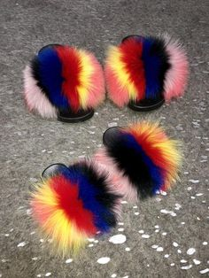 Color: Natural • Handcrafted • Raccoon Fur • True to size *If in between sizes we always recommend to go up a size.  Email:Pr.shopsoreal@gmail.com Pop Shoes, Me Too Shoes, Fox Slippers, Fluffy Slides, Cute Slides, Eyelash Kit, Grey Fox, Natural Red, Fur Fashion