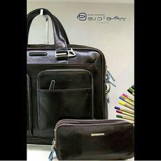 دقت و ظرافت در طراحی و دوخت کوله های پیکوادرو  Piquadro backpack . Call:22659732 _ 22659752 #piquadroiran#tehran#fashion#persianfashio#ایران_فشن#فشن#کیف#چرم