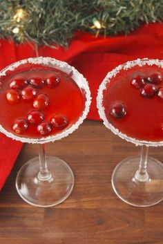 Christmas with out cocktails is actually incomplete. In truth there are some actually particular cocktails like white Christmas martini, mulled wine, cranberries, caramels and plenty of others that all the time make it to each Best Christmas Cocktails, Christmas Cocktail Party, Holiday Cocktails, Christmas Martini, Cocktails For Parties, Fun Drinks, Yummy Drinks, Beverages, Party Drinks