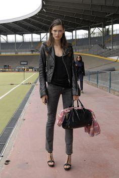 Balenciaga Leather Jacket, Italian Models, Bianca Balti, Photoshoot Themes, Model Street Style, Milano Fashion Week, Models Off Duty, Cool Street Fashion, Winter Looks