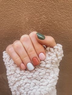 Fall nails roundup: cute manicure ideas to try this season - Mint Arrow - - Sharing ALL the fall nail inspo today! Whether you want a little cheetah print in your life, pumpkin spice, or all the fall colors, we have you covered! Cute Nails, Pretty Nails, Cute Acrylic Nails, Cute Simple Nails, Cute Nail Colors, Gel Nail Colors, Simple Gel Nails, Pretty Short Nails, Short Gel Nails