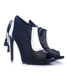SStep to impress in these foxy peep-toe booties. Perforated accents and free-hanging tassels decorate this sky-high silhouette that fastens with an interior side zipper.4.75'' heelSide zipper closureMan-madeImported