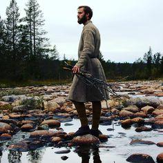 "21 gilla-markeringar, 1 kommentarer - Hands on History (@handsonhistory) på Instagram: ""Team member Rickard gathering wood for the fire. #govikinghiking #posingforhistory #handsonhistory"""