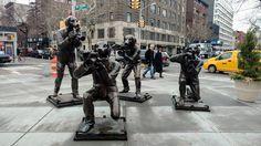 Собаки-папараці, Грінвіч-Віллидж, Нью-Йорк (Paparazzi Dogs, Greenwich Village, NYC)