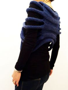 London Ribbed Capelet pattern by Camelia Mitrache