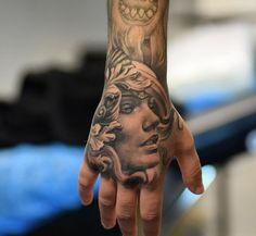 Tattoo 3D Engelsgesicht auf Hand