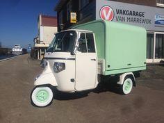 Piaggio Ape Classic 400 with salesunit for coffee, made in Holland Piaggio Ape, Vespa Ape, Vespa Lambretta, Mini Camper, Mobile Cafe, Panel Truck, Cool Motorcycles, Vintage Posters, Cool Cars
