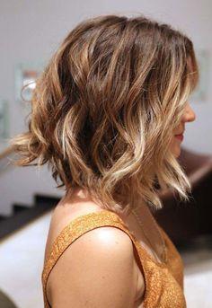Un carré flou et un blond sombré, deux tendances réunies en une seule coiffure! via StyleListQuebec