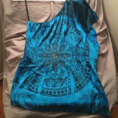 NWOT One Shoulder Top Brand new. Never worn. Blue one shoulder top from 2b. Flowy on left side. Size M. 2b Bebe Tops Blouses