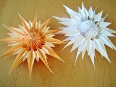 DIY: Schneeflocken ( Sterne) aus Notizzettel/ Snowflakes from sticky note … DIY: Snowflakes (Stars) from Sticky Notes … Useful Origami, Origami Tutorial, Origami Easy, Easy Paper Flowers, Origami Flowers, Christmas Paper, Christmas Crafts, Christmas Star, Diy Paper