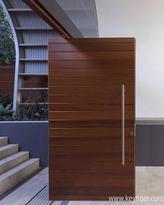 Timber front door - contemporary - entry - sydney - by Rudolfsson Alliker Associates Architects Modern Entrance Door, Modern Door, House Entrance, House Doors, Entrance Doors, Single Door Design, Wooden Main Door Design, Front Door Design, Timber Front Door