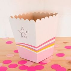 Crispeteras Tutti Frutti, Tray, Container, Ideas, Santa Ornaments, Carton Box, Decorated Boxes, Drawers, Trays