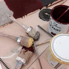 Sin miedo a usar colores!!! Creo que esta mañana en el taller de iniciación de #chalkpaint los hemos usado todos-todos.  Gracias por venir!!! #chalkpaintpaisvasco #galeriapurpura #tiendataller #anniesloan