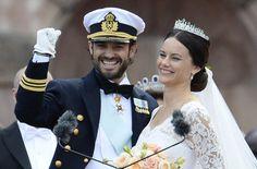 La nueva princesa Sofía de Suecia y su marido el príncipe Carlos Felipe de Suecia.  JONATHAN NACKSTRAND/AFP/GETTY